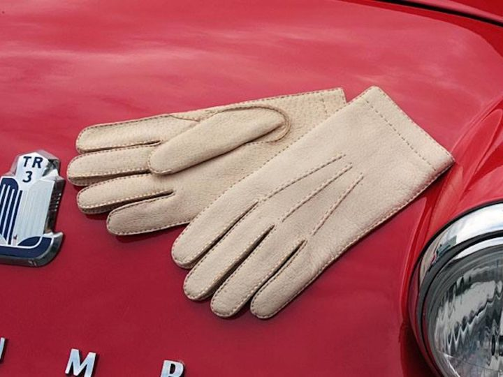 Online Shop: our driving gloves section